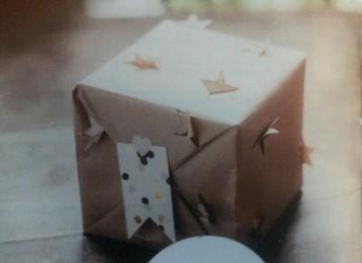 Emballage cadeau étoilé