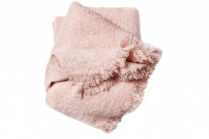 Plaid rose poudré, 29,90€ H&M Home
